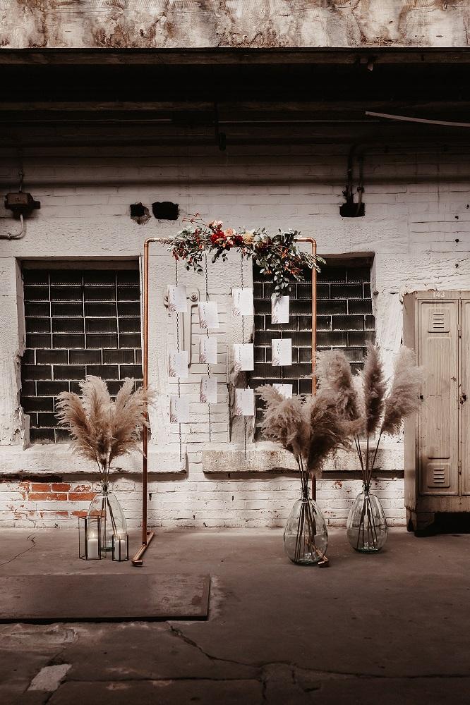 Hochzeitsdeko leihen - Sitzplan aus Kupfer für Industrial Hochzeit
