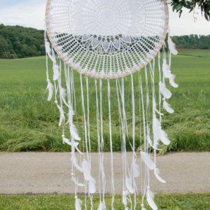 Großer Traumfänger in weiß mit Federn