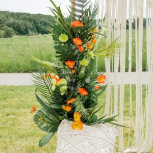 Einseitiges, tropisches Blumengesteck für den Traubogen in orange